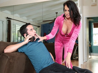 Reagan Foxx & Ricky Spanish in Im A Total MILF - BrazzersNetwork